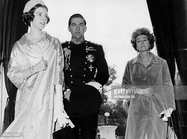 König von Griechenland von 1964-1974mit seiner Ehefrau, Königin Anne-Marie, und seiner Mutter, Königin Friederike - 1967