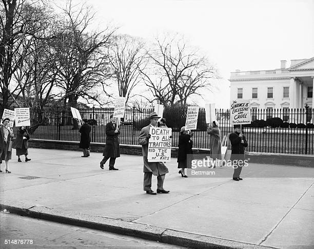 Washington DC Protesters in front of White House against Atomspies Julius and Ethel Rosenberg