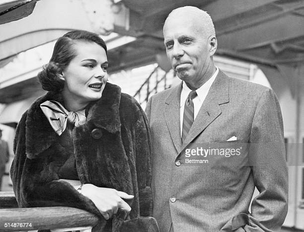 New York City NY 55yearold motion picture director Howard Hawks and his bride since friday the former Dee Hartford are shown as they were about to...