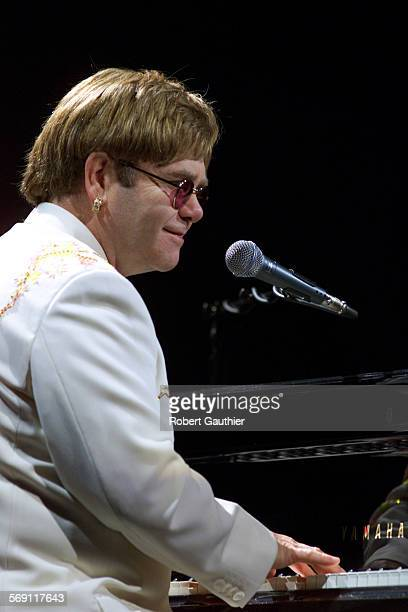 CA0206hilburn84RG –– Elton John performs Your Song to open a concert with Billy Joel at the Inglewood Forum Tuesday February 6 2001
