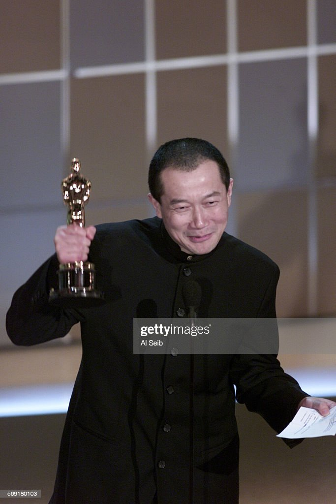 """026682.0325.osc74.as11 –– Tan Dun wins the award for Original Score for """"Crouching Tiger, Hidden Dra : News Photo"""