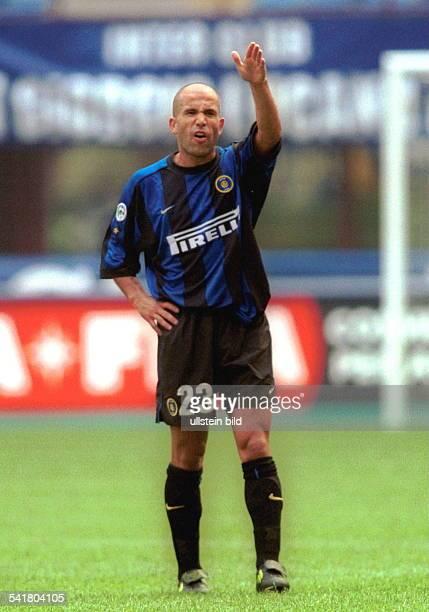 Sportler Fussball ItalienGanzfigur im Spiel Gestik