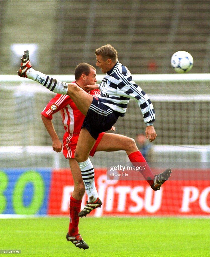 Sportler Fussball Islandim Zweikampf Mit Uwe Rosler News