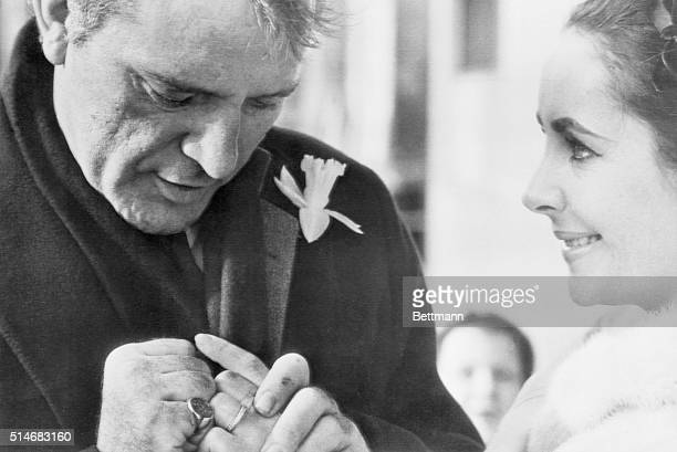 03/17/64Toronto Canada Richard Burton and Elizabeth Taylor display thier wedding rings for Toronto photographer Married in a secret ceremony in...