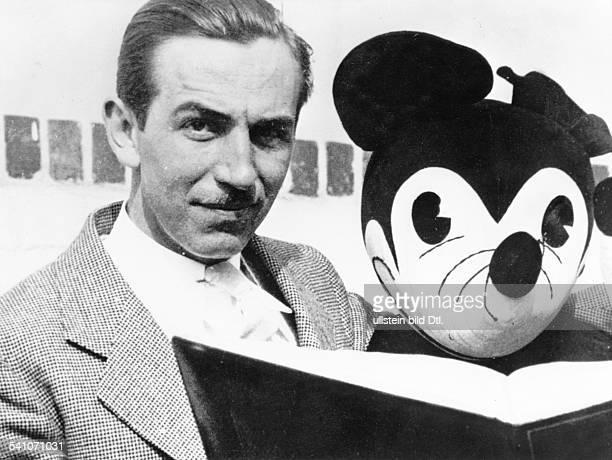 Filmproduzent, USAPorträt mit Mickey Mouse- undatiert