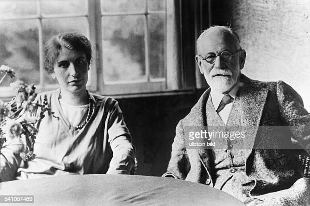 *06051856Wissenschaftler Psychoanalytiker Österreichmit Tochter Anna 1929