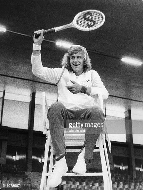 *Sportler Tennis Unternehmer Schweden auf dem Stuhl des Schiedsrichters beim Königspokal Endkampf in Hannover 1974