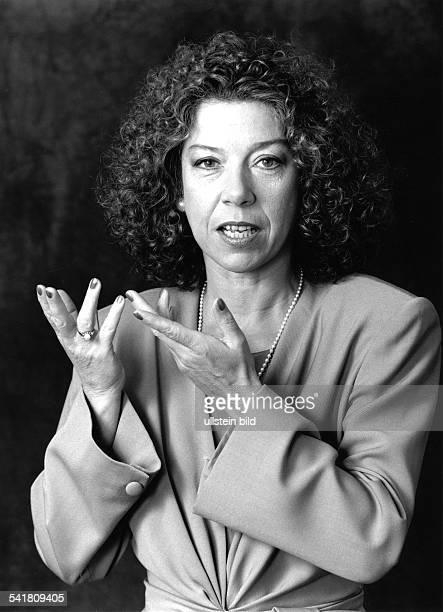*Schauspielerin DPorträt gestikuliert 1991