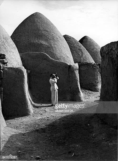 Fotograf, D - USAbei der Arbeit im syrischen Beduinendorf Nerab1935