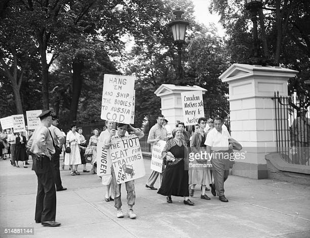 Washington DC Pickets pro and against Julius and Ethel Rosenberg in front of the White House