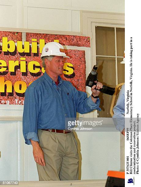 P 357625 001 06Sep99 Norfolk Virginia Bill Clinton Visits The Coleman Place Elementary School In Norfolk Virginia He Is Taking Part In A...