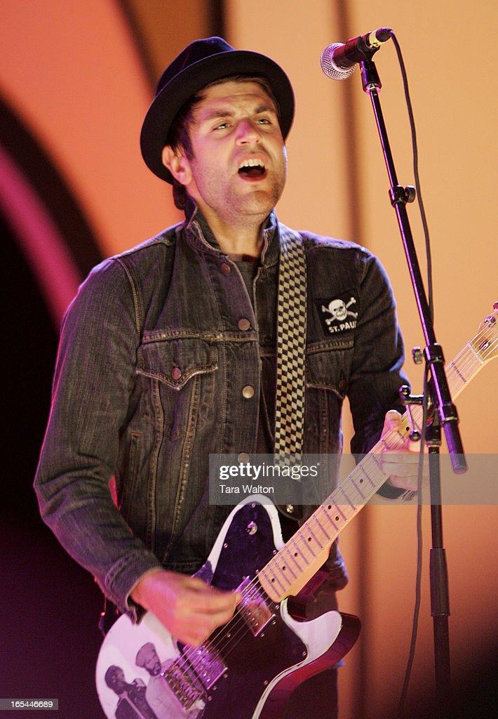 CARES 07--05/12/07--Jay Malinowski lead singer of Bedouin