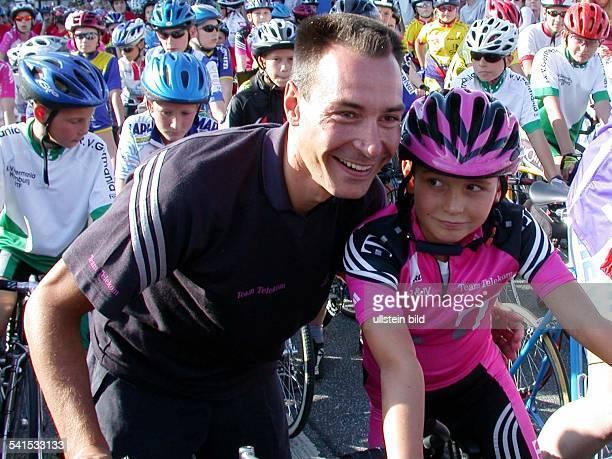 Sportler, Radrennen, D mit seinem Sohn Rick bei den HEW-Young-Classics in Hamburg