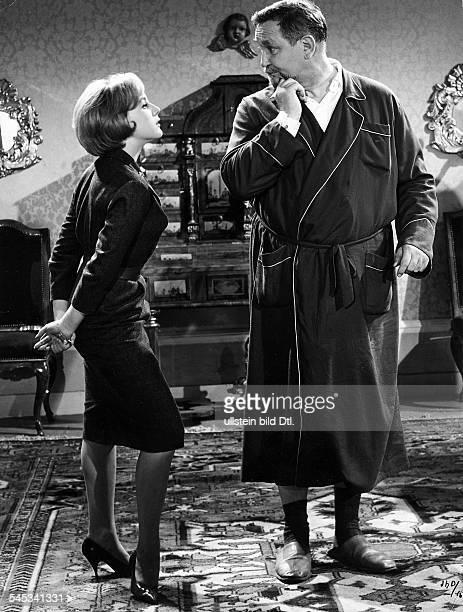 *Schauspieler Dmit Heidelinde Weis in einer Szene 1960