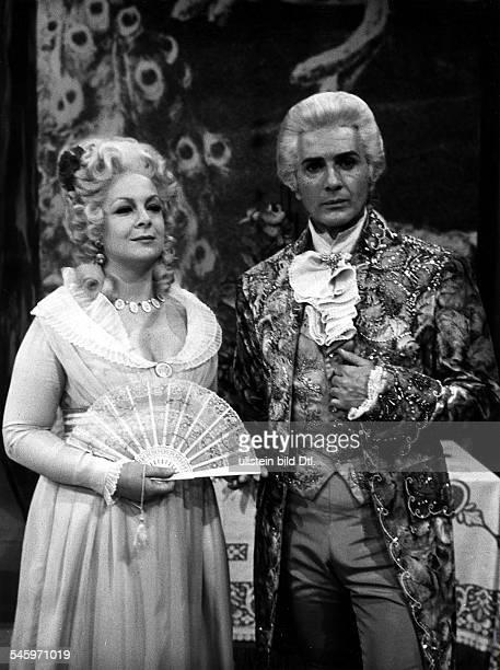 *Sänger Opernsänger Tenor Italienals Andre Chenier in der gleichnamigen Oper von Umberto Giordanomit Celestina Casapietra als Gräfin Madeleine von...