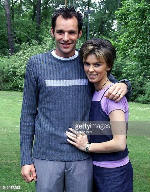Sportler Fussball Belgien Mittelfeldspieler mit seiner Ehefrau Cindy