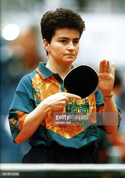 Tischtennisspielerin Dmit Tischtennisschläger Konzentration März 1996