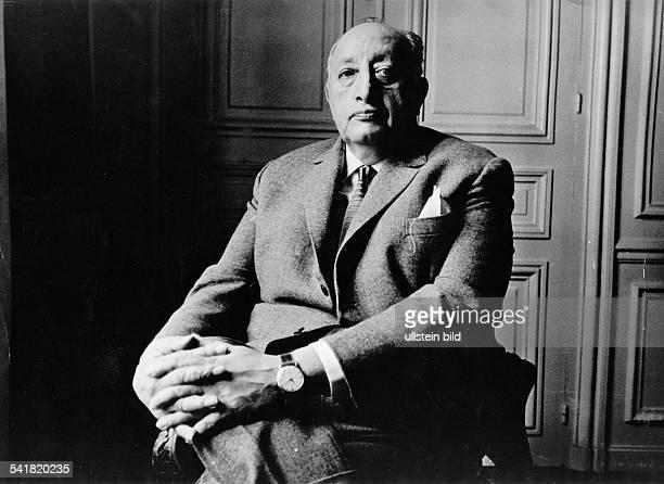 19101899 Schriftsteller Publizist Diplomat GuatemalaNobelpreisträger für LiteraturPorträt sitzend 60er Jahre undatiert