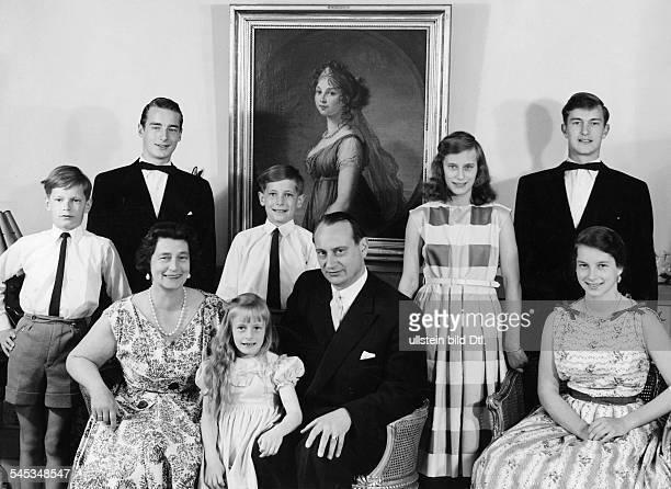 *Prinz von Preussen seit 1951 Chef des Hauses Hohenzollernmit Familie von links ChristianSigismund Michael Gattin Kira XeniaLouis Ferdinand jun Louis...