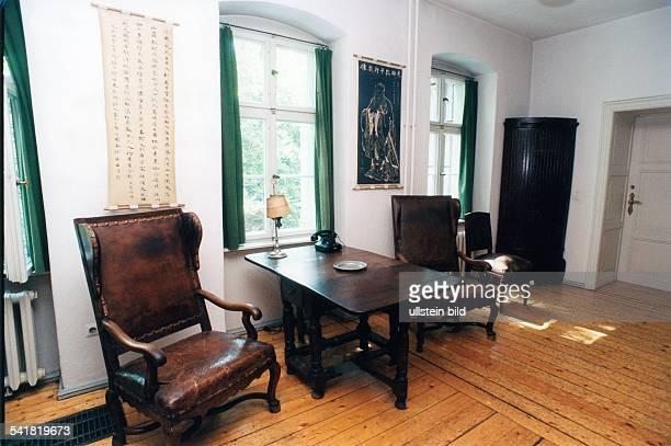 brecht haus photos et images de collection getty images. Black Bedroom Furniture Sets. Home Design Ideas