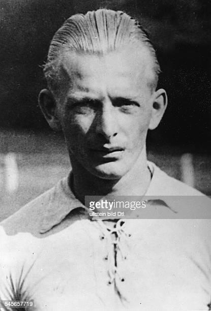 Sportler, Fussball Österreich Portrait- undtierte Aufnahme 1930er Jahre