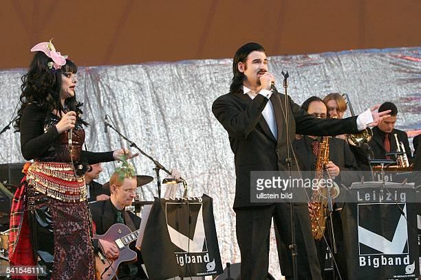 Sängerin, Schauspielerin; DAuftritt mit Ehemann Rocco Alexander und der Leipzig Bigband auf der Freilichtbühne Weissensee in Berlin