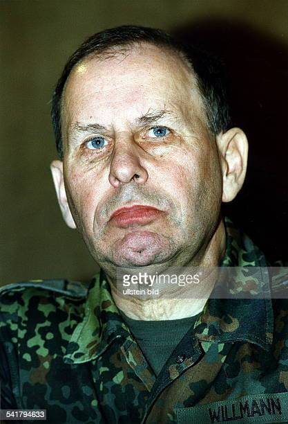 Militär Offizier DGeneralleutnant Inspekteur des Heeres der Bundeswehr Porträt in Uniform