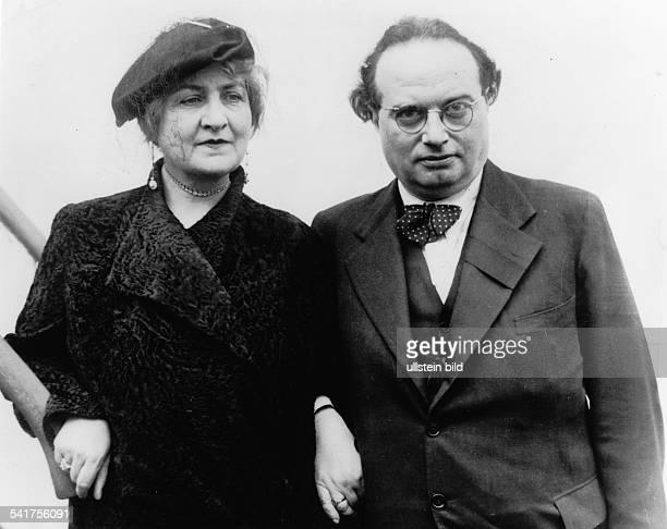 *10091890Schriftsteller Österreichmit seiner Ehefrau Alma MahlerWerfel bei der Ankunft in Frankreich 1935