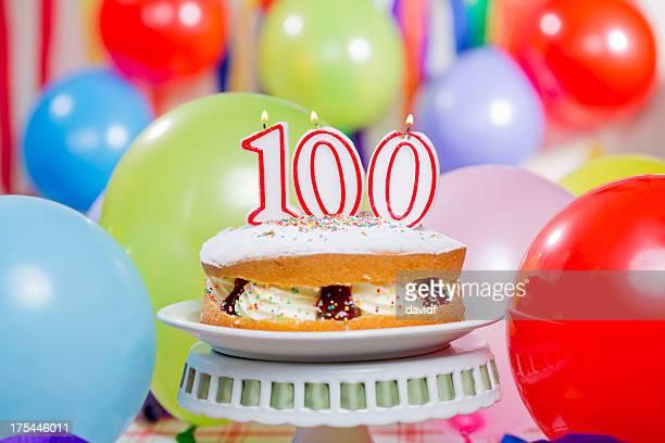 100 歳の誕生日ケーキのキャンドル