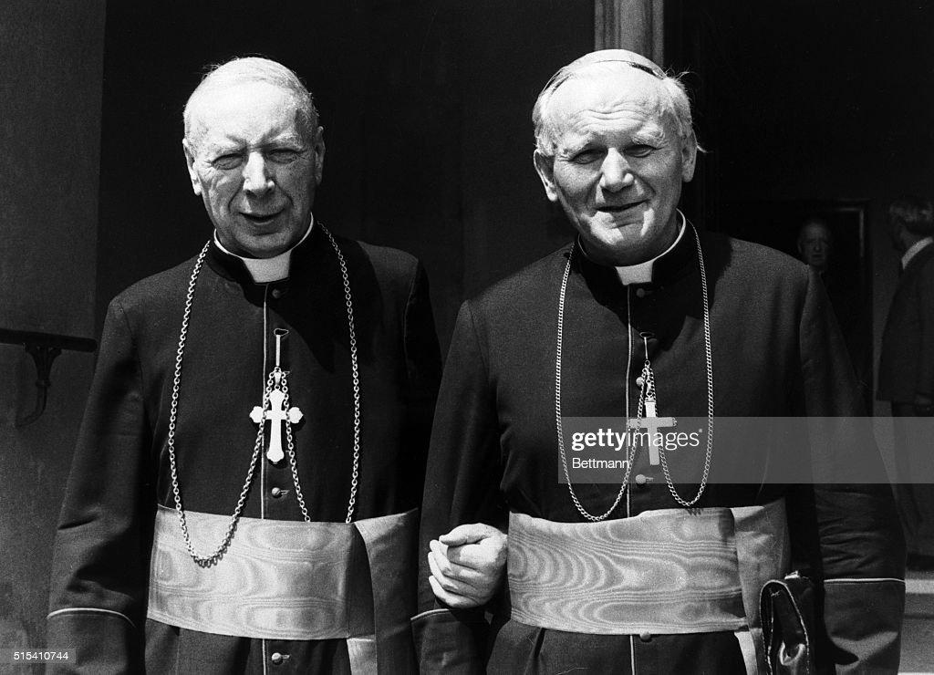Pope John Paul II and Cardinal Stefan Wyszynsk : News Photo