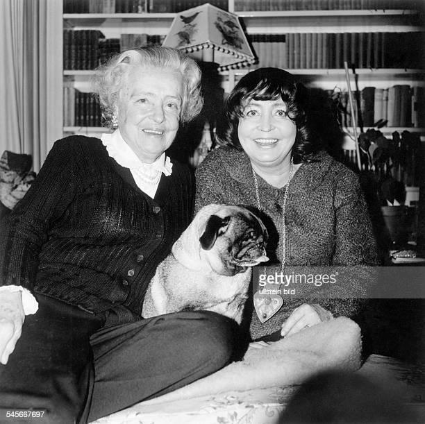 1011922Schauspielerin D mit ihrer Mutter Käthe Haack 1964