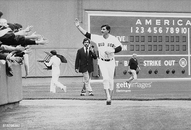 10/1/1983Boston MA Red Sox star Carl Yastrzemski runs around Fenway Park as he says goodbye to fans during a special 'Yaz Day' honoring the 44yearold...