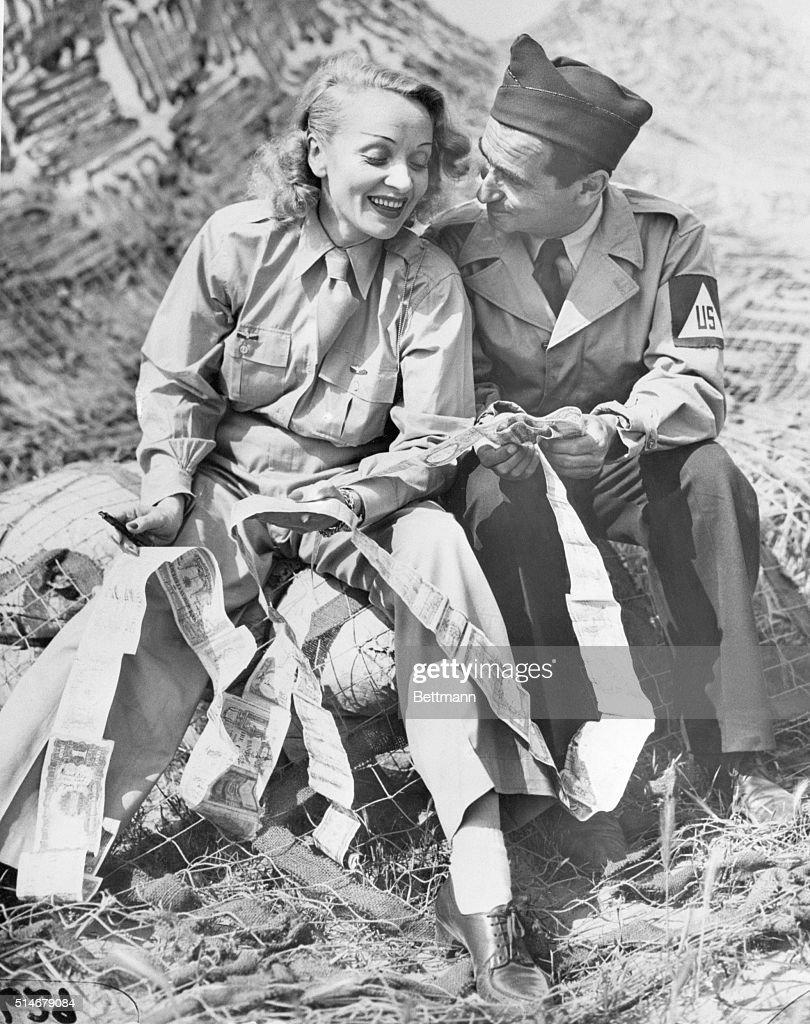 Irving Berlin and Marlene Dietrich : Fotografía de noticias