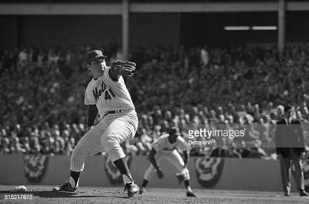 Tom Seaver NY Mets pitching during the 4th game of the World Series