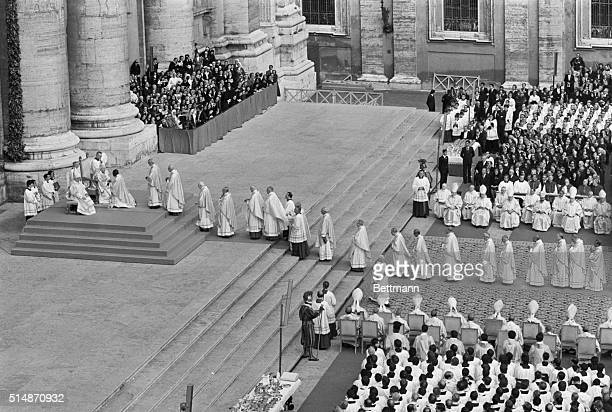 Vatican City, Italy: A top view from Bernini colonnade, while cardinal lined up and waiting their turn to pay their respects to Pope John Paul II...