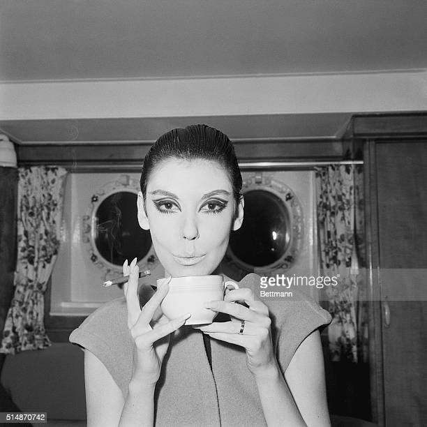 This young lady has an absolute passion for cheroots She's top US fashion model Peggy Moffit and as to be expected she's doing her cigar smoking in...