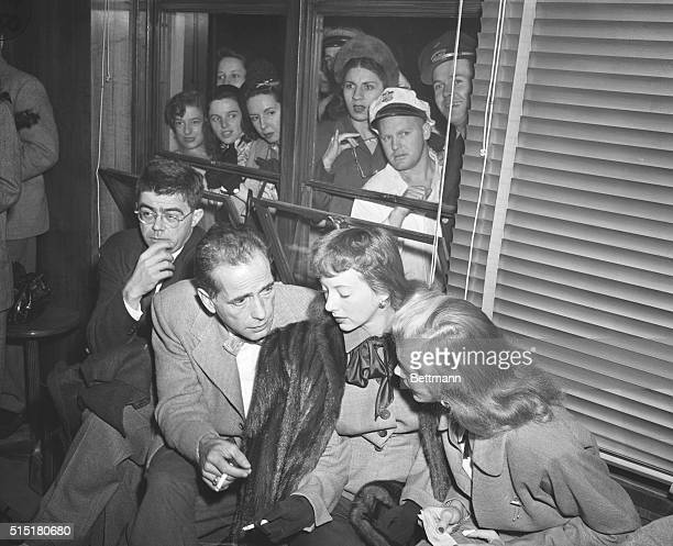 10/27/47Washington DC Curious spectators peer through windows for a glimpse of Hollywood figures who arrived by plane in Washington Oct 26 to protest...