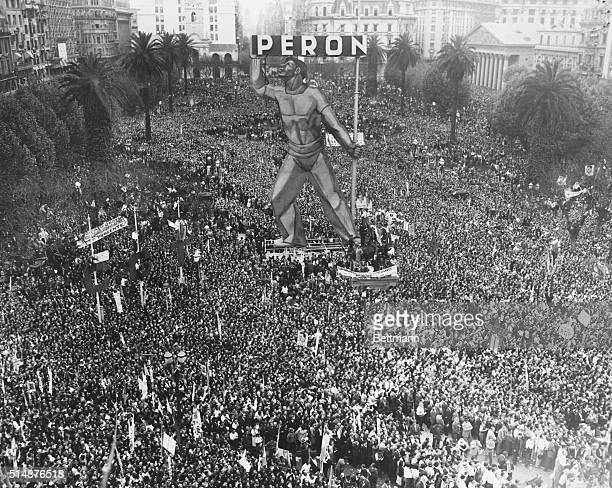10/29/48Buenos Aires Argentina Shown is the tremendous throng estimated at half a million people which gathered in the square before the Presidential...