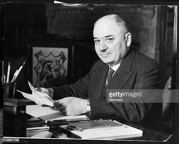 10/3/1942London EnglandM Maisky Soviet ambassador to Britain reads congrats on his award of Order of Lenin in London