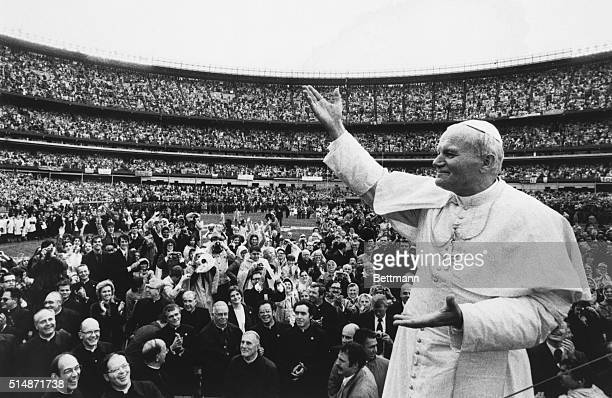 10/3/1979New York NY Shea Stadium Pope John Paul II acknowledges the cheering of the crowd here 10/3