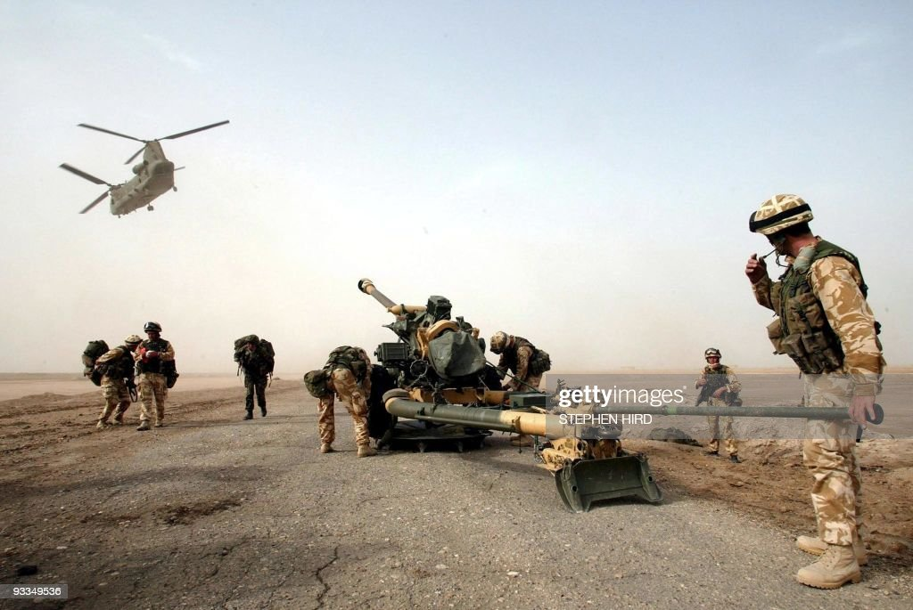 (FILES) A 105mm gun is dropped by a Chin : News Photo