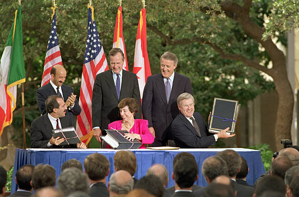 Signing of nafta pictures getty images signing of nafta platinumwayz