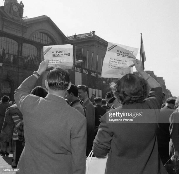 10èmee anniversaire de la libération de Paris à la gare Montparnasse à Paris France en août 1954