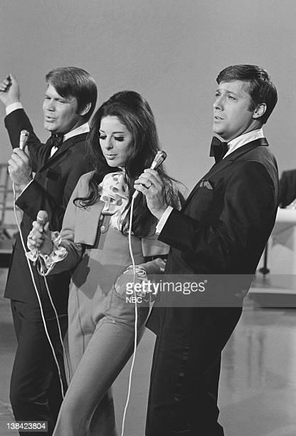 10th ANNUAL GRAMMY AWARDS BEST ON RECORD Airdate 5/8/68 Pictured Singer Glen Campbell singer Bobbie Gentry singer Jack Jones