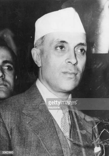 Indian nationalist leader and statesman Jawaharlal Nehru arriving in London to discuss the Indian situation with international politicians