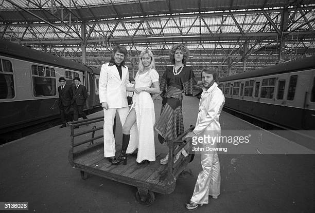Swedish pop stars Benny Andersson AnniFrid Lyngstad Agnetha Faltskog and Bjorn Ulvaeus of the Swedish pop group ABBA posing at Waterloo railway...