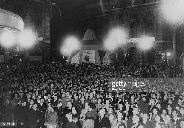 Crowds in Piccadilly Circus celebrate the news of the Japanese surrender to the Allies