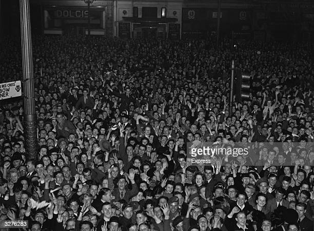 Crowds of Londoners gather around Piccadilly Circus to celebrate the news of Japan's surrender