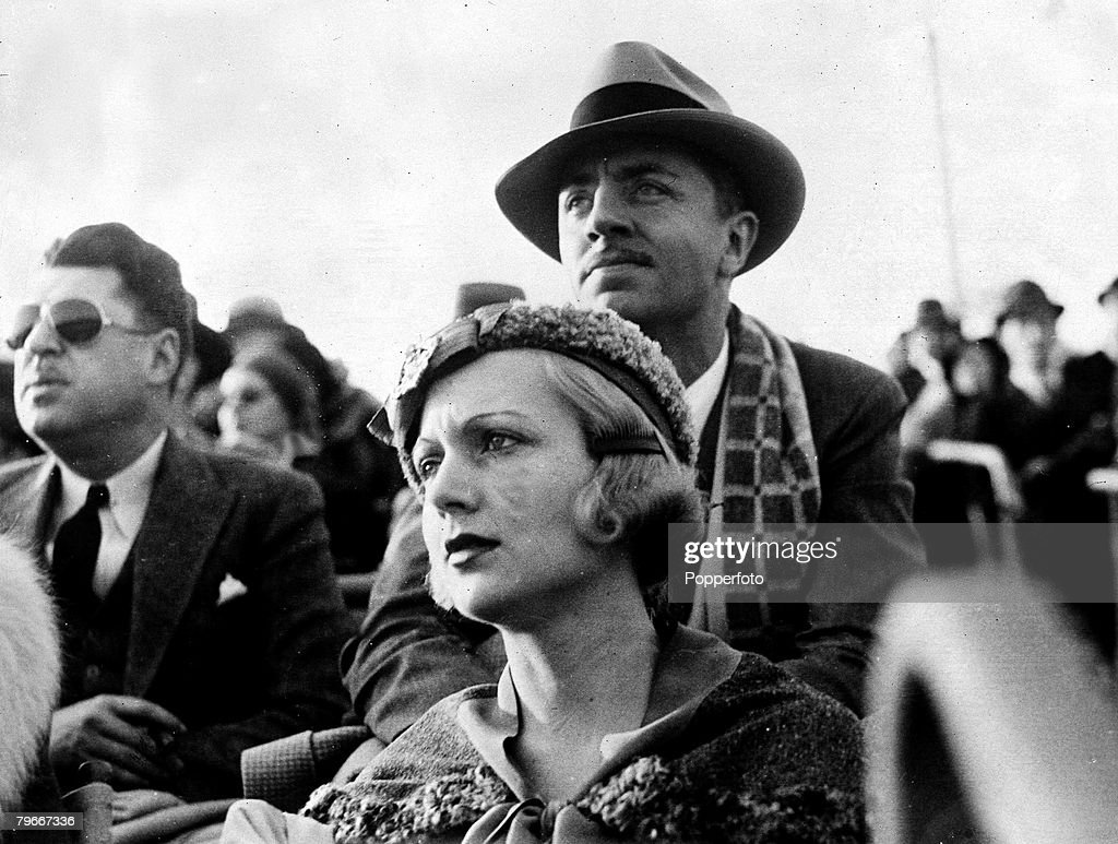 10th, December, 1931, US Actress Carole Lombard watches polo with her husband William Powell at Santa Monica, California, USA : News Photo