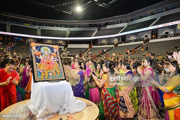 CHICAGO ILLINOIS/ USA 10th FRIDAY OCTOBER 2014 Crowd enjoying the singing of gujarat garba king atul purohit in chicago